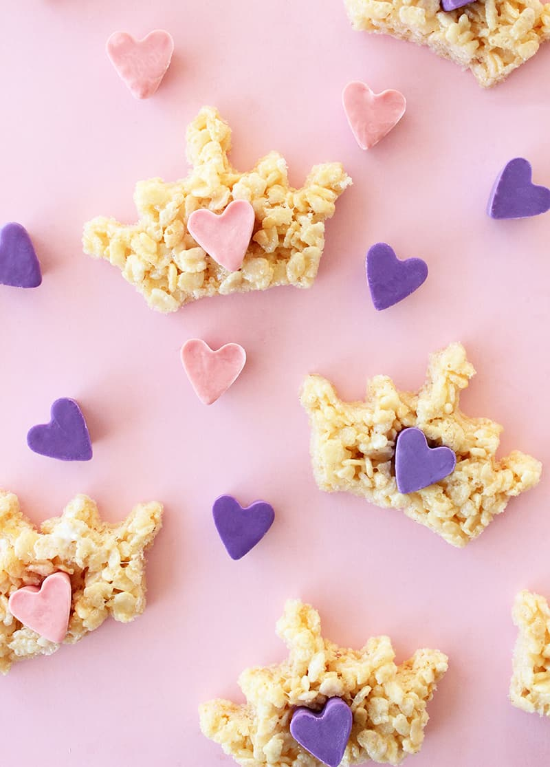 This is a recipe for royal Rice Krispies Treats by Glitter and Bubbles.