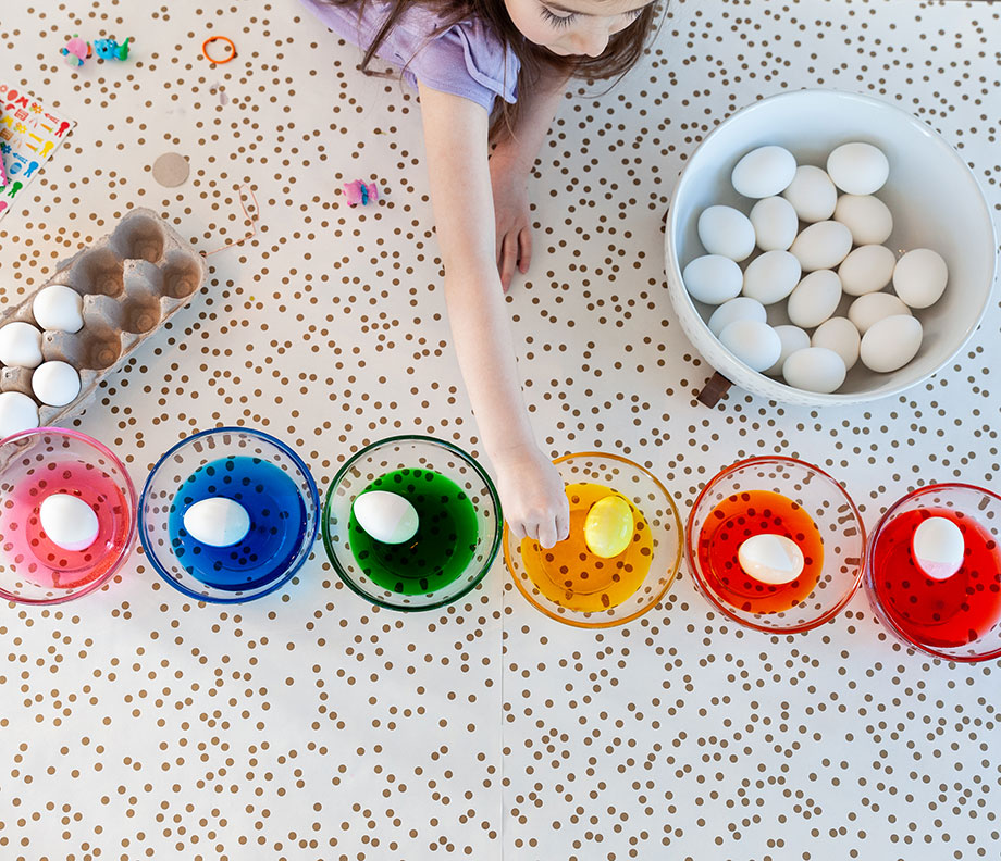 How to make rainbow Easter eggs on Glitter and Bubbles.
