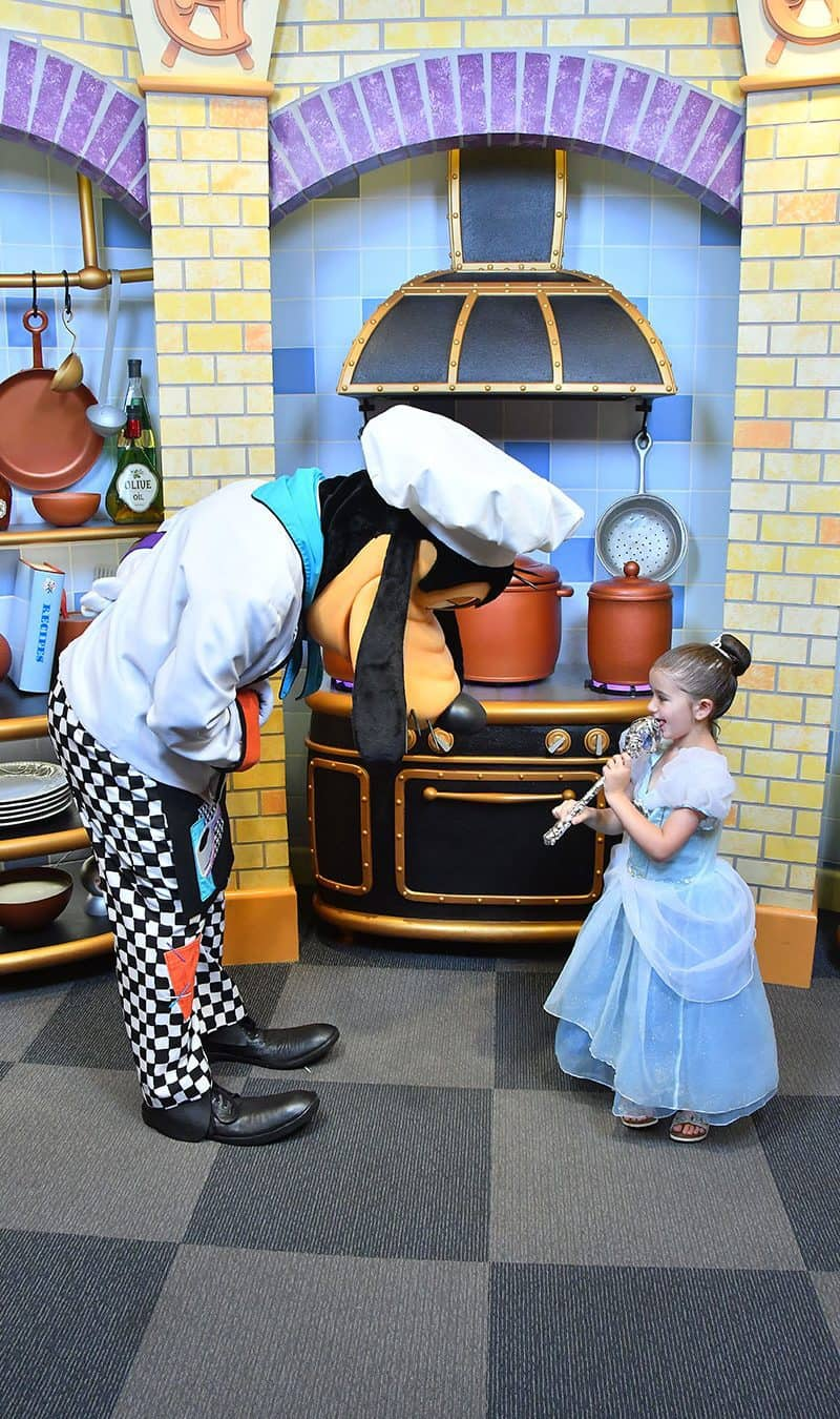 Princess Zelda discusses cooking with Chef Goofy.