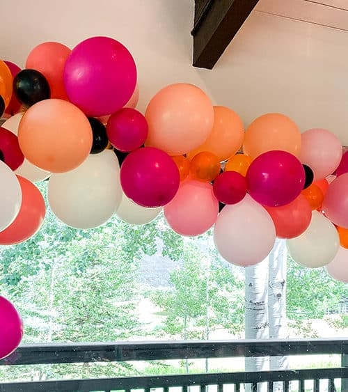 How to build a balloon garland.