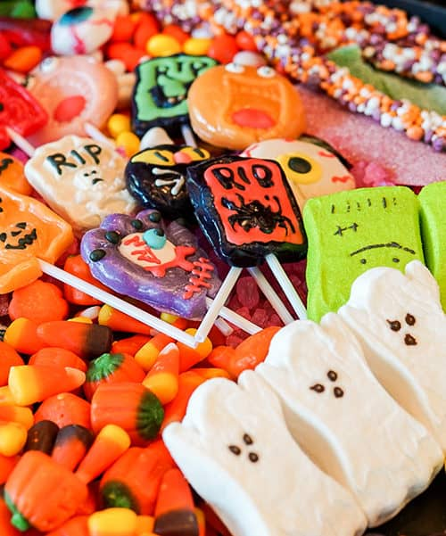 How to make a spooky table filled with Halloween treats.